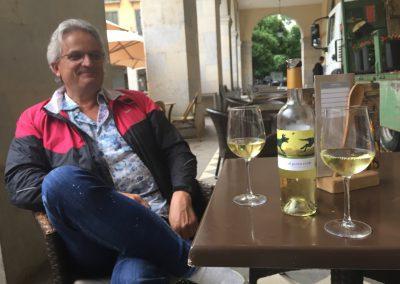 Dan enjoying aperitivo... vino blanco... Verdejo...